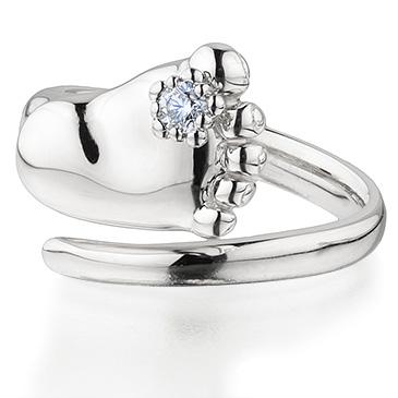 Кольцо ножка ребенка с бриллиантом из белого золота child_feet_white